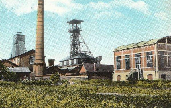 une ançiènne  photo en couleur file: labourse de fosse 6 est 6bis des mines de noeux