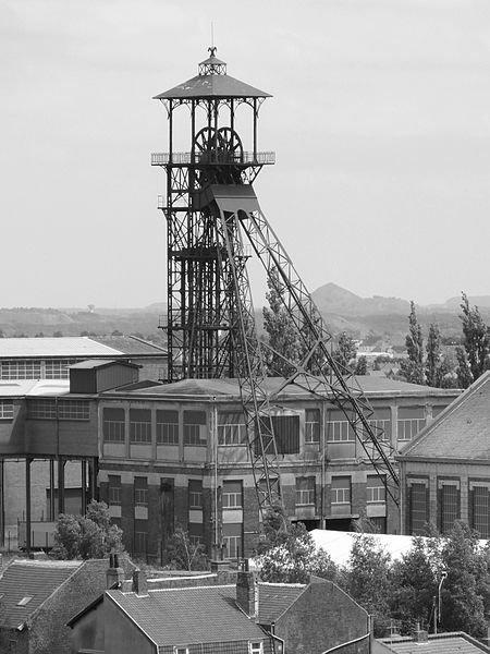 une belle photo de fosse 11est 19 en noir est blanc de loos en gohelle des mines de lens