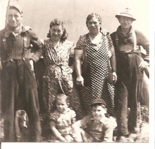 léon schreiner et jeanne zimmer parent du petit louis de sombreffe , léonie (soeur de germain becker) et louis zimmer (son homme) mes arrière grand-parent et les parents de jeanne , et les enfants de léon et jeanne : louis et rosette