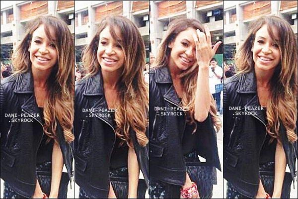 10/09/2013 : Danielle dans les rues de NY avec des fans..