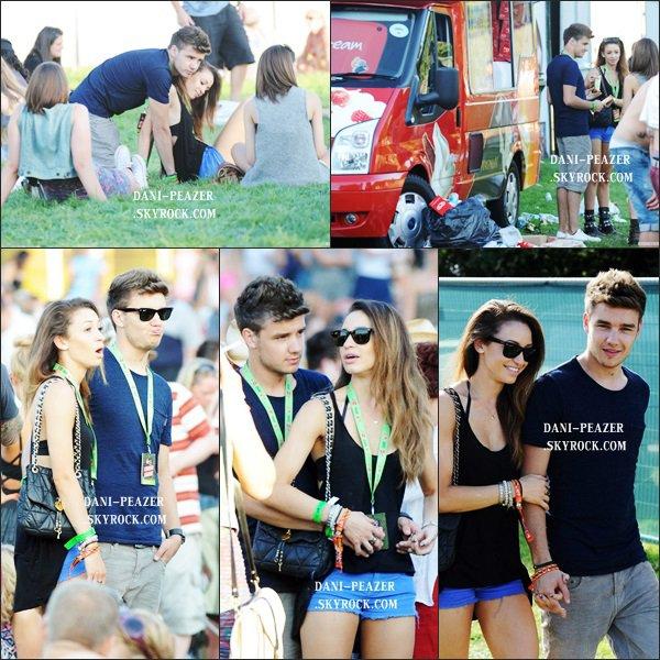 ● FLASHBACK : Danielle et Liam Payne au V Festival à Chelmsford en Angleterre.