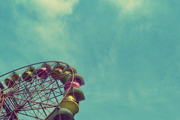 <Ne laisse personne te mettre sur ton chemin, ne laisse personne te marcher sur les pieds car le plus important est de garder espoir en nous et à la vie. Tout le monde peut te rabaisser, tout le monde peut te regarder bizarrement, fiche-toi en de eux, car tout ce qu'ils veulent est que tu leur ressembles avec leur défauts, car ils savent très bien au fond, que tu es une personne exceptionnelle.>