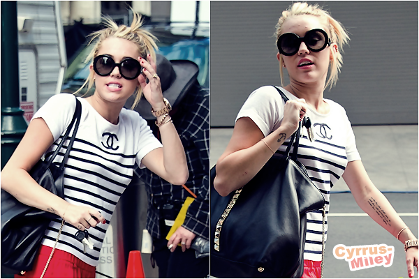 """. 21.07.2012 • Miley a été repérée sur le tournage du film """" Paranoia """" de son boyfriend Liam.     ."""