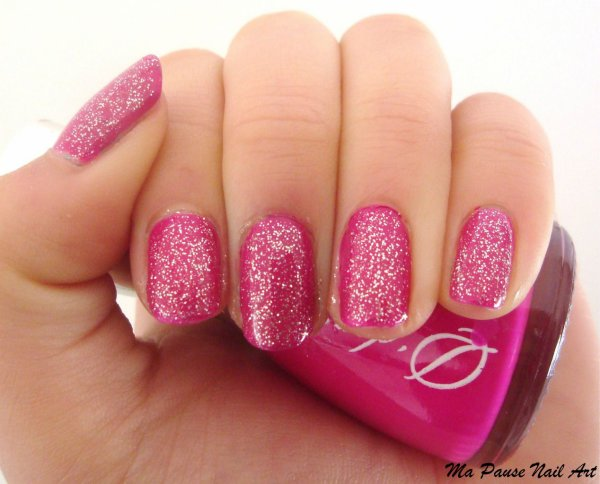 Vernis rose pailleté. ~