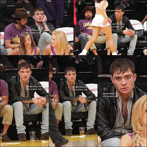 . 20/03/11 : Ed accompagné d'un ami, assiste à un match de Basketball à Los Angeles dans l'après midi. ___))) 22/03/11 : Ed déjeune au Kings Road Cafe avant de poser avec des fans à LA.   TOPS / FLOPS pour toi ? .