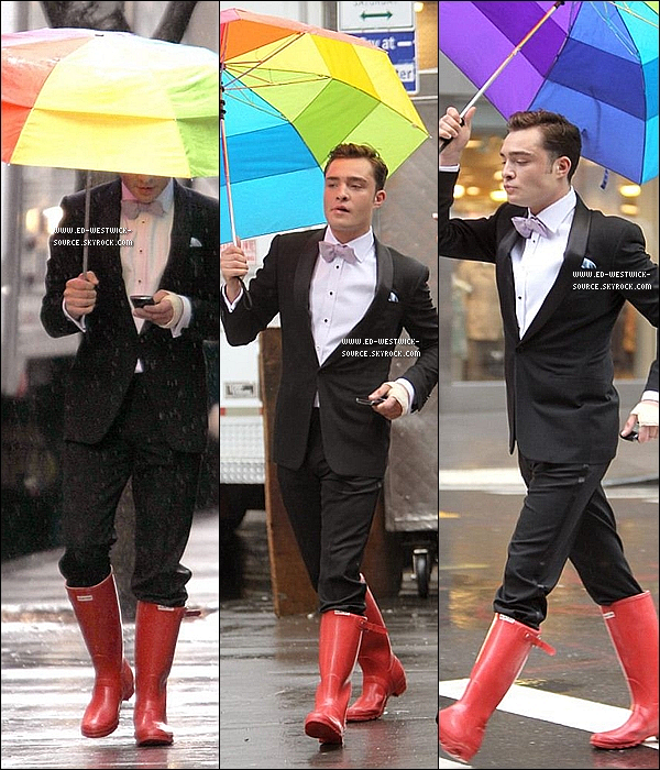 .  28/02/11 : Ed, sous la pluie, sur le set de la saison 4 de Gossip Girl à Manhattan - NYC. + La promo de l'épisode 4x18 de Gossip Girl «The Kids Stay In The Picture» qui sort le 18 avril. ( ci dessous ).