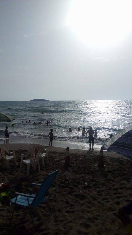 """Madrid, une plage paradisiaque, encadrée par Rachgoun et « la Marmite"""""""