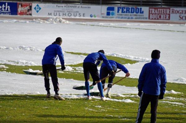 Samedi on jouera, toute l'équipe a mis le paquet ! (de neige hors du terrain)