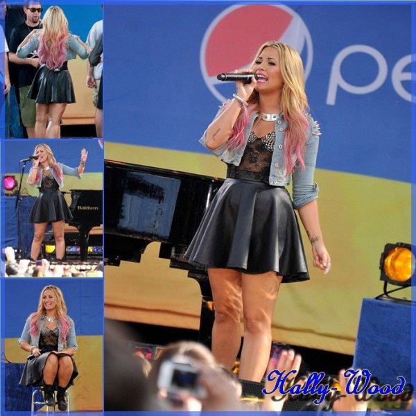 "Jeudi  6 juillet : Demi Lovato en concert à "" Good Morning  America""  ou elle a chanter ses hits : Give Your Heart a Break,"" ""Skyscraper,"" et ""Unbroken."""