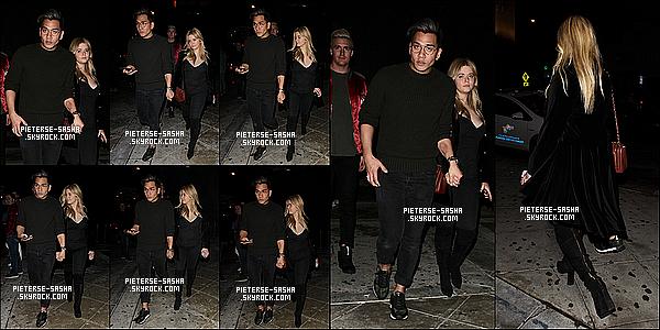 12 / 01 / 17 :Sashaa été dans les rues d'Hollywood avec son stylisteJeff Kim et son fiancé. Sasha a l'air très fatigué alors de ce candid. On la voit tenir la main à son styliste suivi de son fiancé Hudson. Sasha est vêtue en noir.