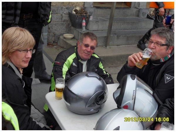 Arrêt Modave avec une partie des Macadam Rider