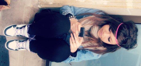 # ` Baarbie Brune.   Célibataire !  Je veut pas être ta petite amie pour devenir ton ex, J'veux être celle que t'aime & avec qui tu reste. ♡