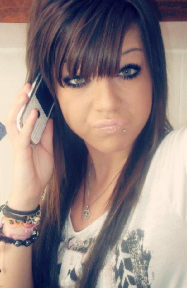 • BaarbieBrune   Nouveau facebook, Nouveau départ.  il t'as ajouté, ta accepté, il t'as parlé, t'es tombé amoureuse, il ta disquetté, ta pleurée, tu te sens niquée ? Fallais pas l'accepté.