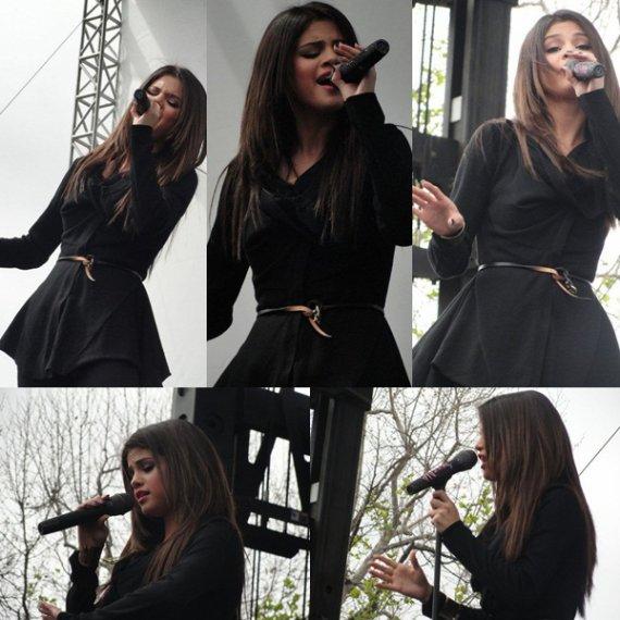 26/03/11 : Selena donnait un petit concert pour l'ouverture d'un magasin Microsoft.