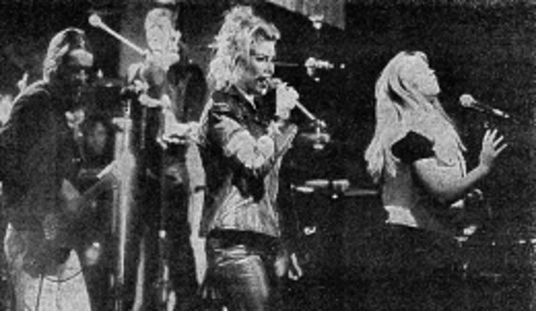 "13 Juin 1994: 900 fans sang with Kim Wilde ""We're the kids in Magdeburg"""