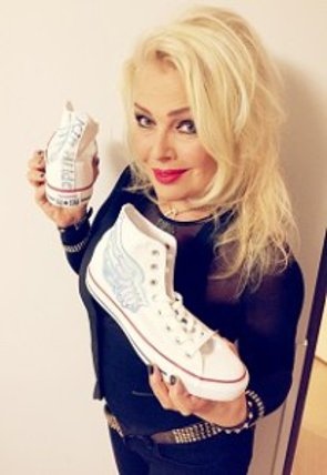 24 novembre 2014: Kim Wilde oeuvre pour l'association Super Shoes
