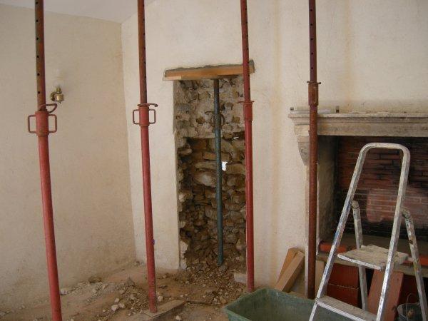 Ouverture porte dans mur maison en pierre jointage a la for Prix ouverture fenetre mur pierre