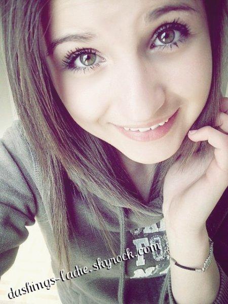 Tout le monde me rends mal, regarde mon sourire il est plein de larmes.