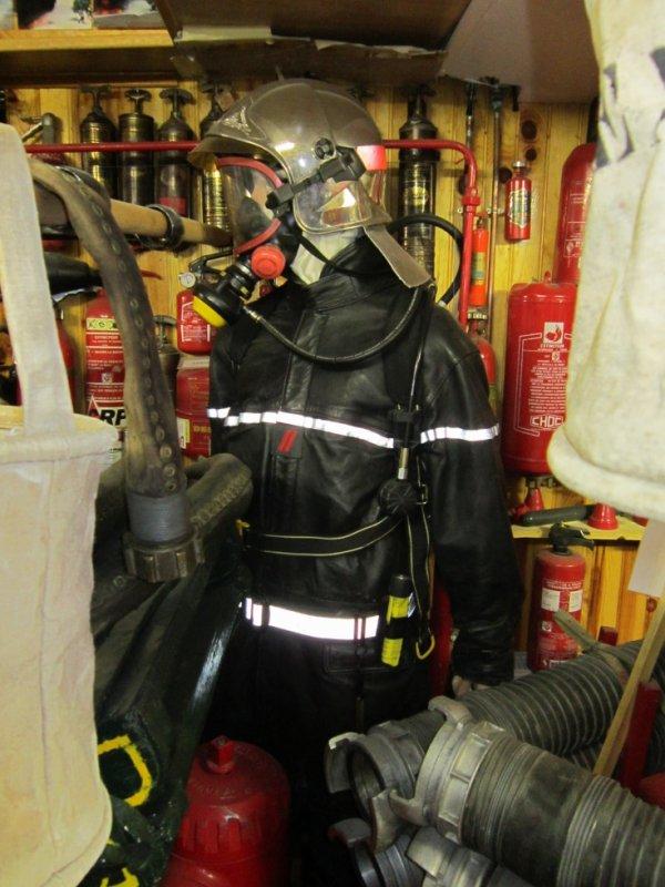 pompiers en tenue de feu