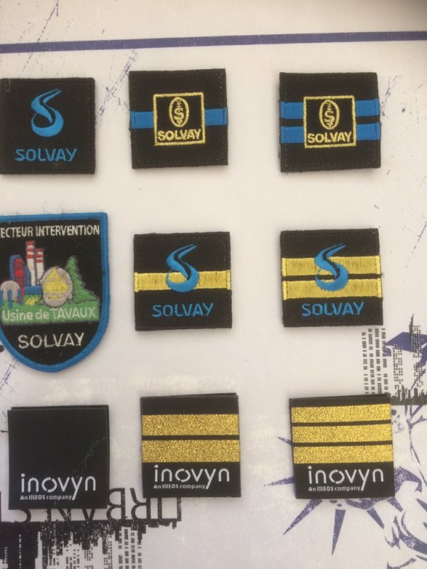 Grades et écussons pompier de Solvay