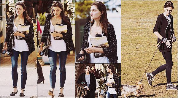 23/06/2015 : Phoebe Tonkin a été aperçue faisant un peu de shopping avec une amie à  Sydney (Australie). Phoebe est dans son pays natal pour quelques jours, on la retrouve également le jour même promenant Lola, sa chienne.