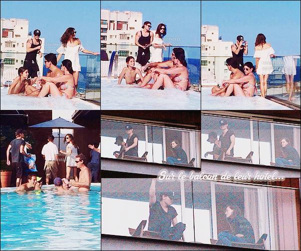 01/05/2015 : Phoebe T' et le beau Paul Wesley s'offrent du bon temps pendant une escapade à Rio de Janeiro. Les tourtereaux se sont enfin donné un peu de temps libre loin des plateaux pour décompresser au bord de la piscine notamment !