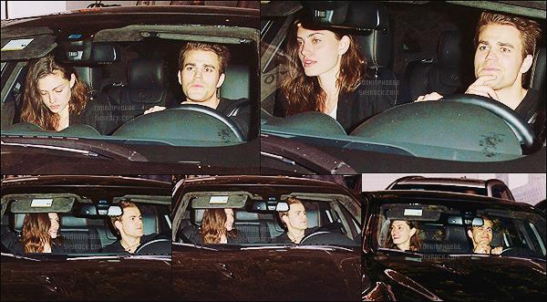 25/04/2015 : Phoebe Tonkin et son petit-ami Paul Wesley ont été vu quittant le Chateau Marmont à  Hollywood. Les amoureux semblaient de bonne humeur à en voir leurs sourires jusqu'aux oreilles, ils sont vraiment trop mignons ensemble !