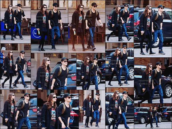 • Candids - 26/03/2016 : Phoebe était à nouveau avec son petit-ami Paul Wesley dans les rues de New York ! Lunettes sur le nez, le couple a été vu à nouveau dans les rues de New York main dans la main, tellement mignons tout les deux !