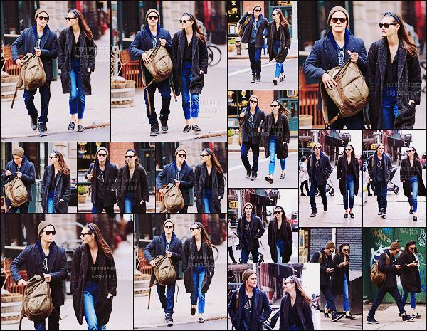 • Candids - 25/03/2016 : Phoebe Tonkin était avec son petit-ami Paul Wesley dans les rues de New York ! Le couple a été vu à deux reprises, la première fois dans les rues de New York puis ensuite lors d'une balade dans le quartier de SoHo !