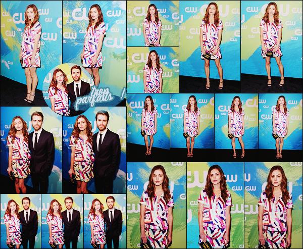 • Apparition publique  - 19/05/2016 : Phoebe  était accompagnée de Paul lors des CW Network Upfront ! Notre couple préféré a posé sur le tapis rouge chacun de leur côté puis accompagnés... Ils sont à croquer ! Qu'en pensez-vous?