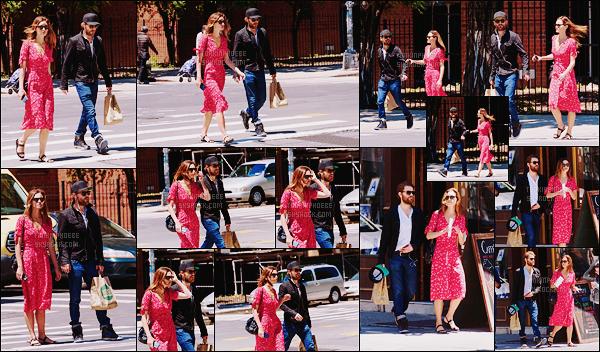 • Candids  - 09/06/2016 : Phoebe  a été photographiée dans East Village à New York en compagnie de Paul Notre couple préféré a été repéré alors qu'ils se baladaient et faisaient quelques achats dans les rues de New York, votre avis ?