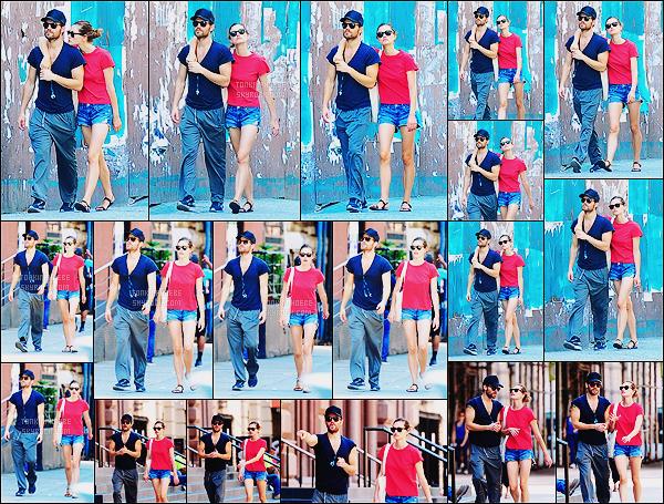• Candids  - 07/07/2016 : Phoebe Tonkin   a été aperçue dans les rues de New York en compagnie de Paul Notre couple préféré a été repéré alors qu'ils se baladaient et faisaient quelques achats dans les rues de New York, votre avis ?