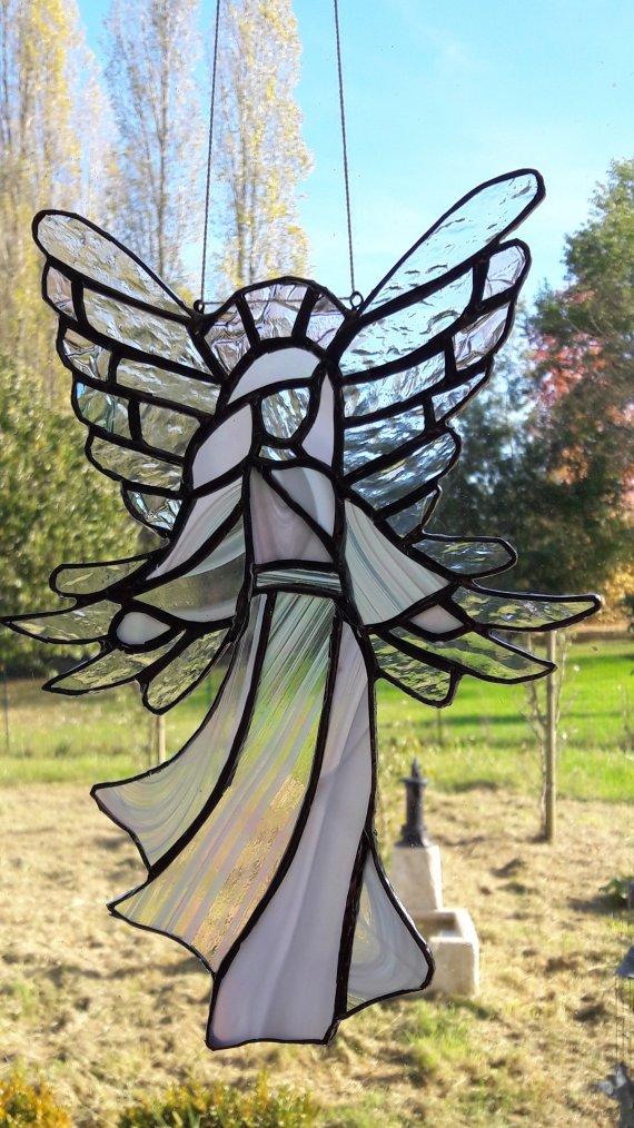 ANGE (Vitrail  méthode Tiffany) 26x18 par Nicole MALENFANT
