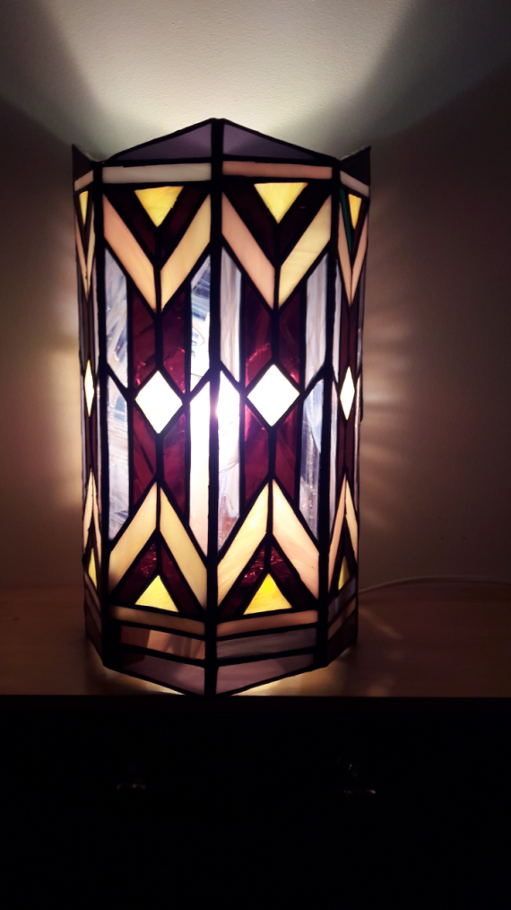 LAMPE TIFFANY EN VERRE par NICOLE MALENFANT