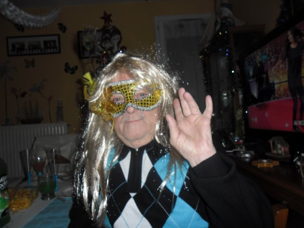 mes amies et amis jespère que vous avez passer un bon réveillon de la nouvelle année nous ont ces déguisé et ont c'est vraiment bien amuser