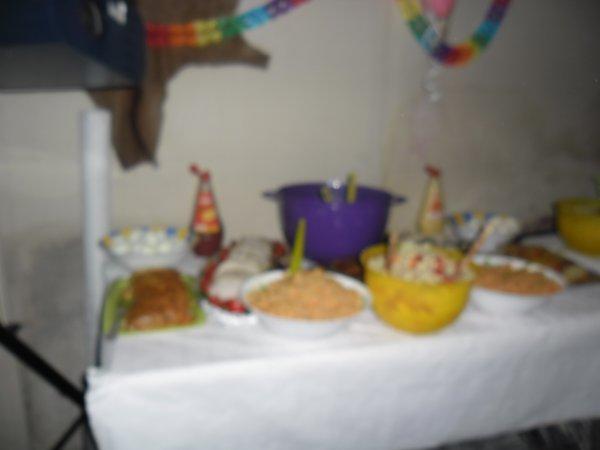 nous avons tellement manger d'entré qu'ont n'avais plus faim pour le repas sinon cétais un buffet froid mais ont ces rattrapper le soir on a oublier de prendre la photos du repas