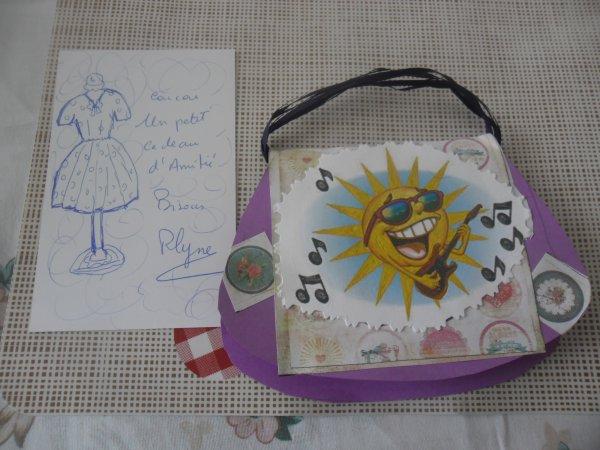bonjour mon amie roselyne mercie pour ce magnifique cadeau que j'ai reçue ce midi sa ma fait très plaisir c'est vrai que je suis gatter et je me suis fait une boite rien que pour mettre t'es cadeaux qui sont superbes