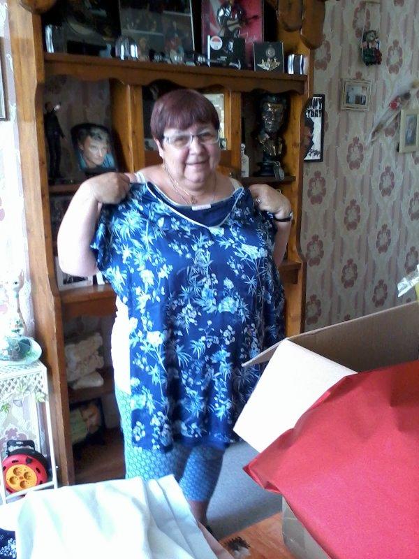 mes amies et amis les cadeaux de ma soeur et mon neveu j'ai était très heureuse voici les photos bisous