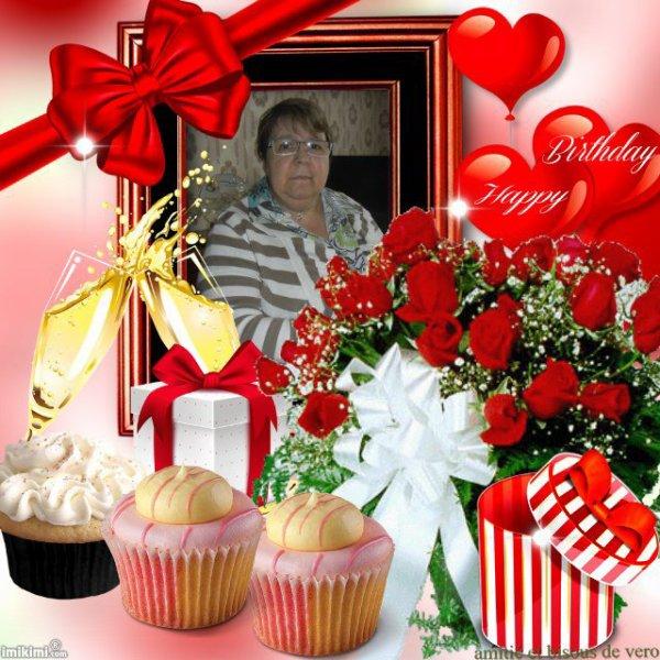 bonsoir mon amie amina-princesse-reveuse mercie beaucoup pour ce sublime cadeau d'anniversaire il est super beau moi je l'adore beaucoup je te souhaite une bonne et douce nuit et je t'envoie tout plein de gros bisous du coeur