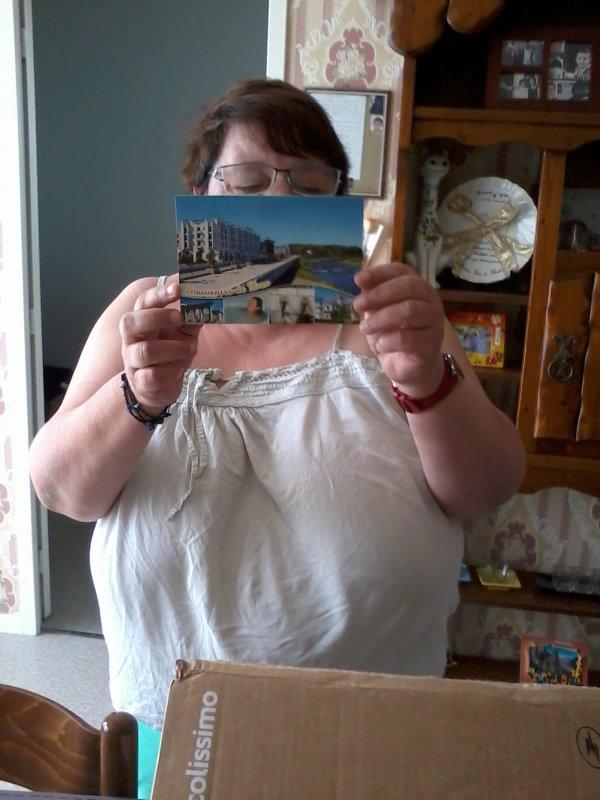 voici les cadeaux de ma soeur de DAX qu'elle a envoyer pour mon anniversaire j'ai eue que des habits sa ma fait trop plaisir