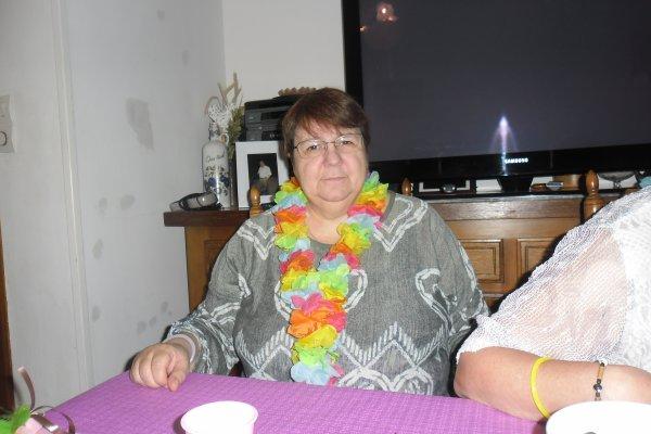 bonjour a vous tous je vous souhaitent un bon dimanche après-midi en espérant que vous allez bien je vais vous mettent des photos de l'anniversaire de mon amie Béatrice elle a eu 66 ans  ont n'as bien manger et bien rigolé je vous envoient tout plein de gros bisous