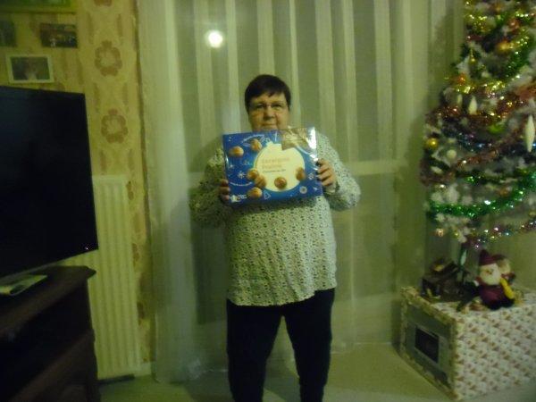 bonsoir a vous tous j'ai passer un bon réveillon de Noèl a la campagne et j'ai ouvert le cadeaux de ma soeur en rentrent du réveillon j'ai était très gatée par ma grande soeur après je vais vous mettent les photos je vous envoient plein de gros bisous
