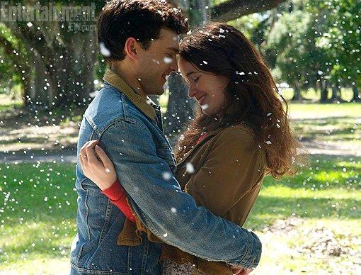 Première photo officielle de Lena et Ethan via EW + date repoussée