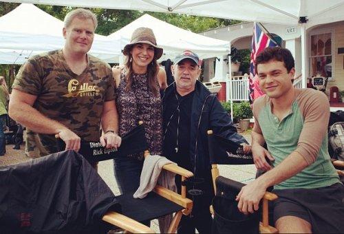 Photo de tournage : Alden et les producteurs + Zoey Detch s'amuse