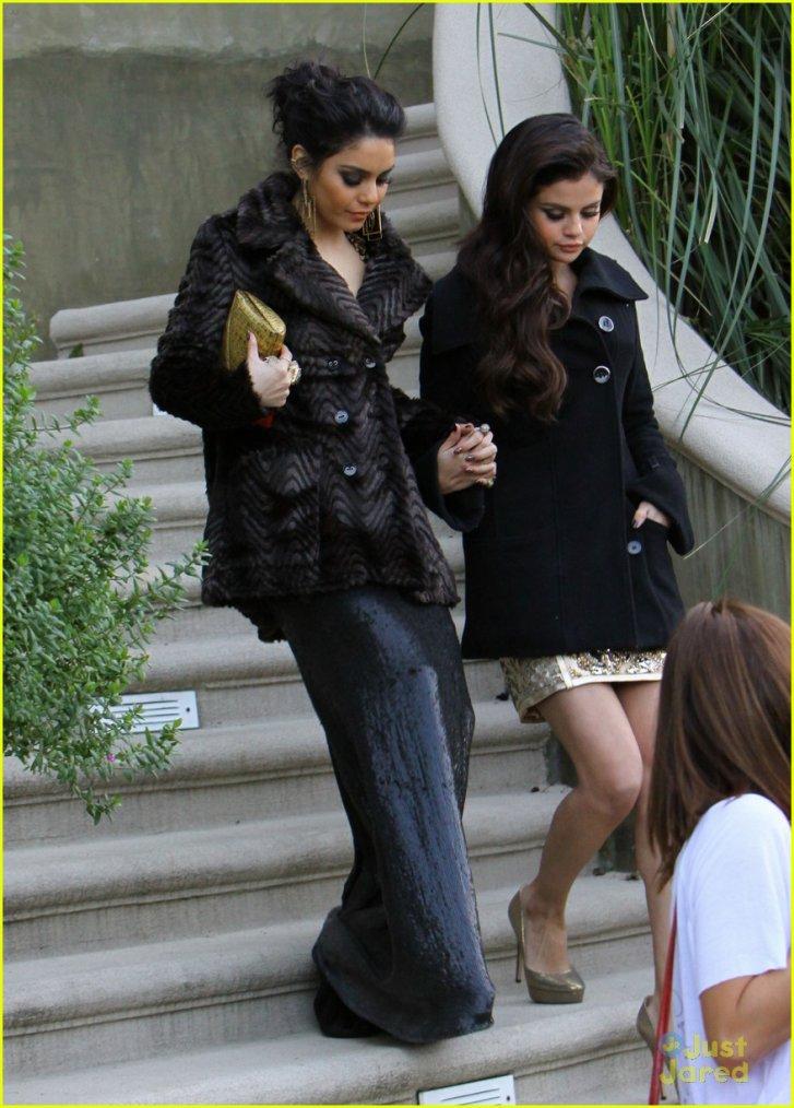 Vanessa et Selena sortant des golden Globe !