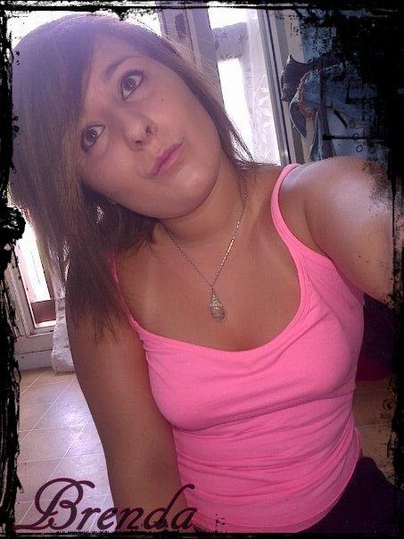 M'Zzelle Brenda_ Càche beaucOup de blèssur derrière ses sourire ...