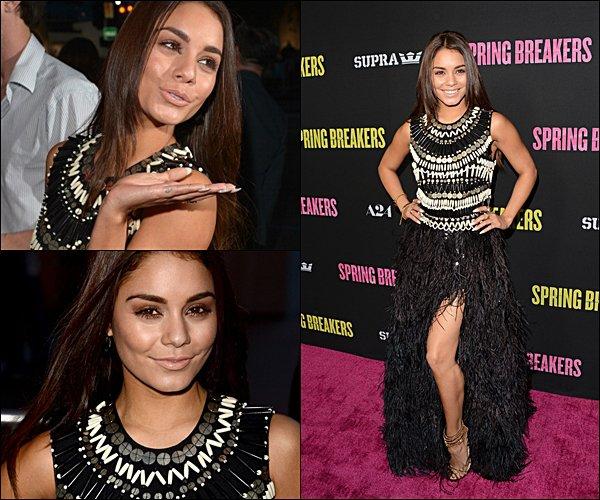 . 14.03.2013 Vanessa était à la première de son film Spring Breakers, à Los Angeles.  - FLASHBACK - Comment trouves-tu sa tenue ?  .