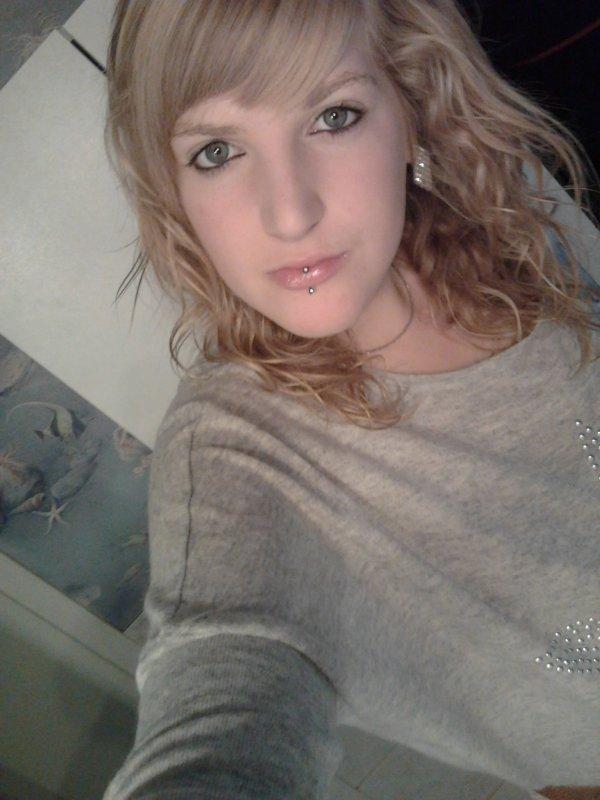 « Julie ● 17 ans ● Calais ● Célibataire»
