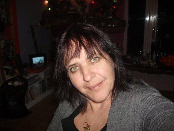 je vous souhaite une tres bonne annee 2011  plend de belle chose pour votres familles gros bisou lili