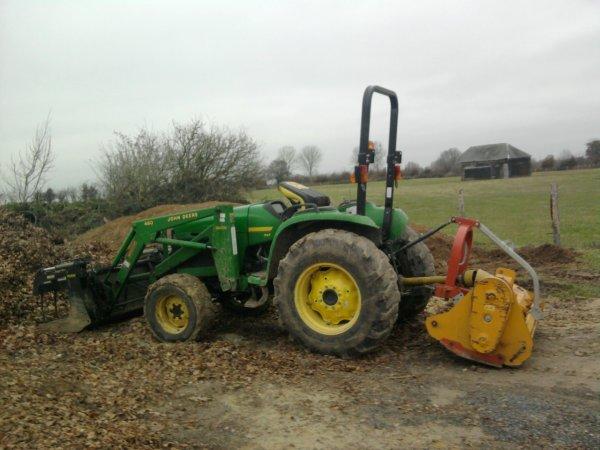 Tracteurs d 39 un paysagiste vive john deere for Outillage espace vert